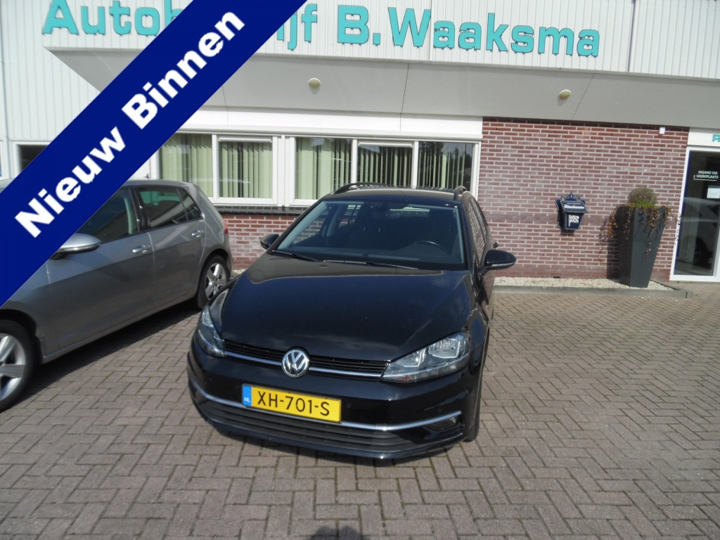 Volkswagen-Golf-thumb