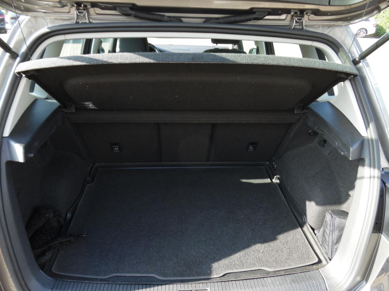 Volkswagen-Golf Sportsvan-5