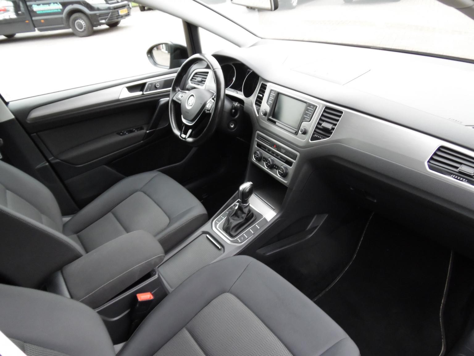Volkswagen-Golf Sportsvan-6